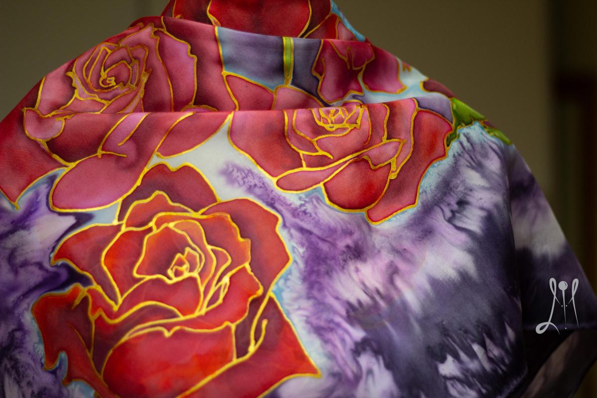 Ručne maľovaná hodvábna šatka - ruže