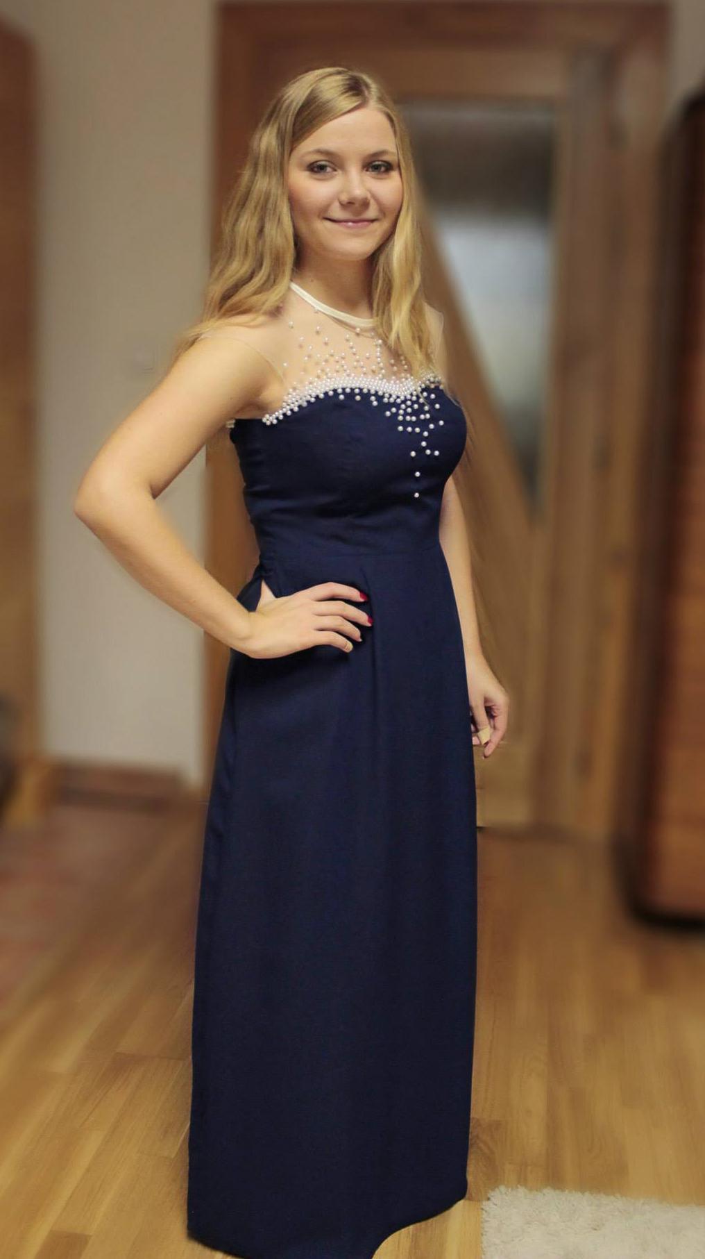 Šaty na stužkovú modré s perličkami