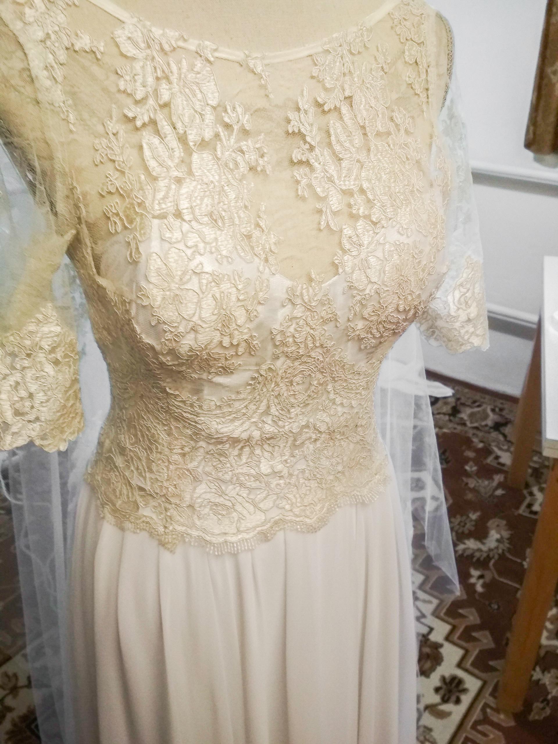 Svadobné šaty s čipkou na mieru od Merredith