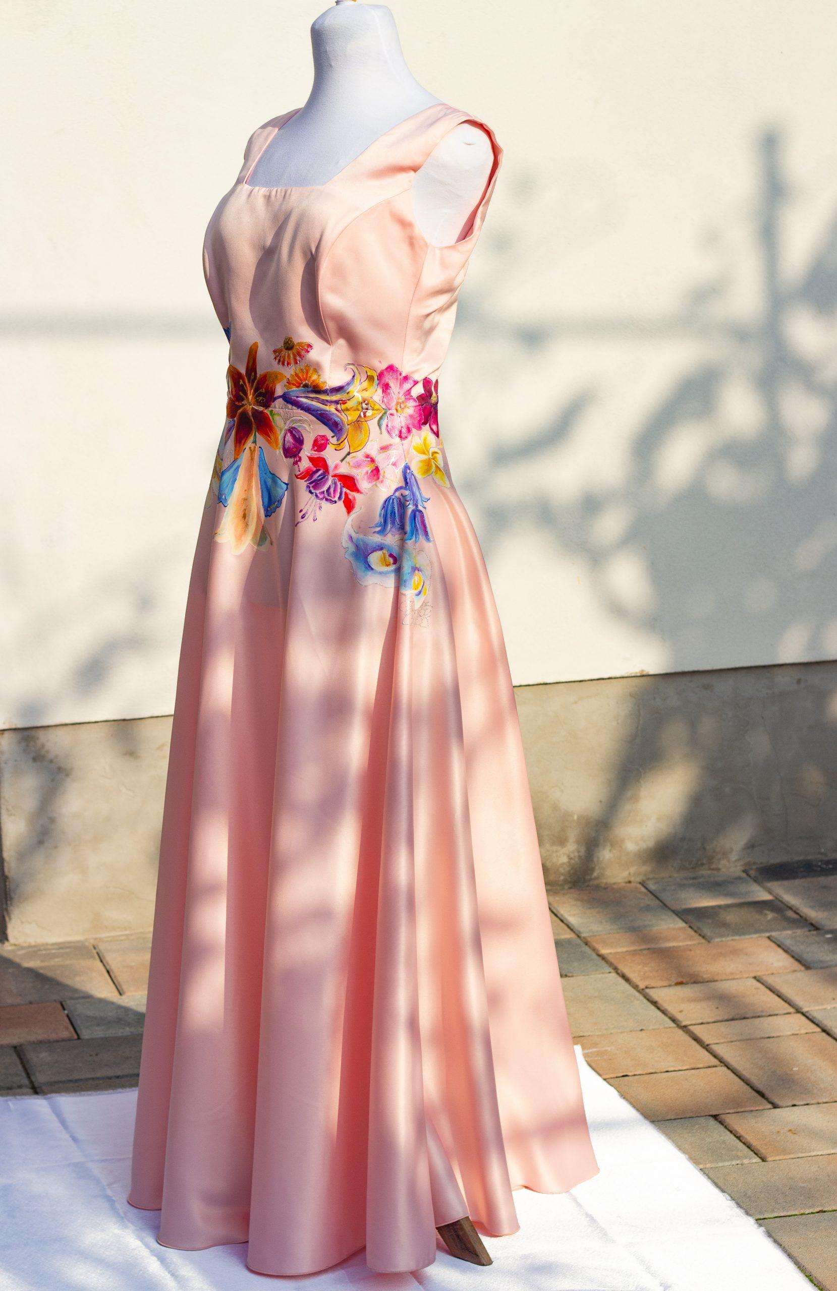 Maľované šaty s kvetinovým motívom