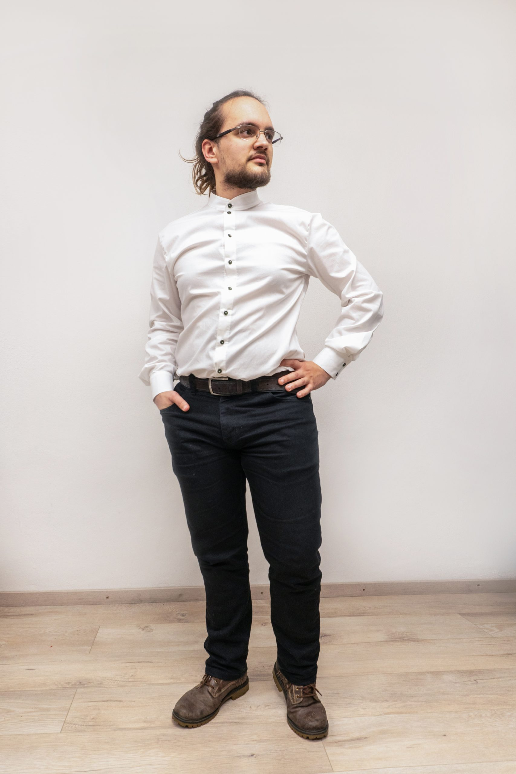 Biela pánska košeľa na zákazku s jemným vzorom